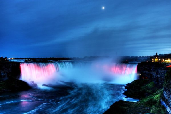 NiagarafallsNight_web.jpg
