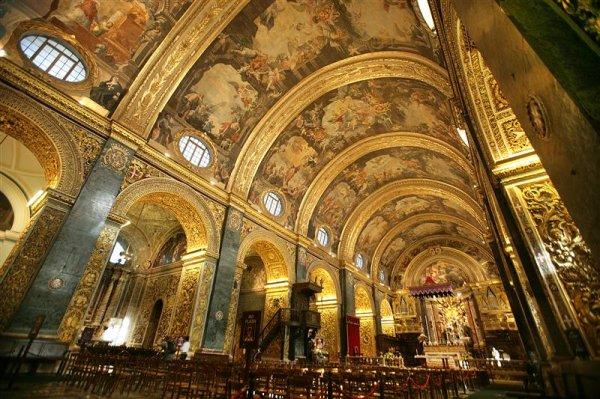 St. John's Co Cathedral Interior (10) (Medium).JPG