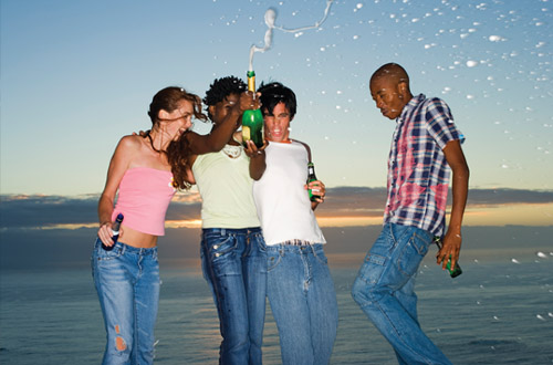 florida-friends-celebrating-at-beach.jpg
