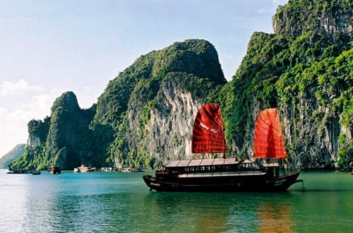 vietnam-cruising-halong-bay.jpg